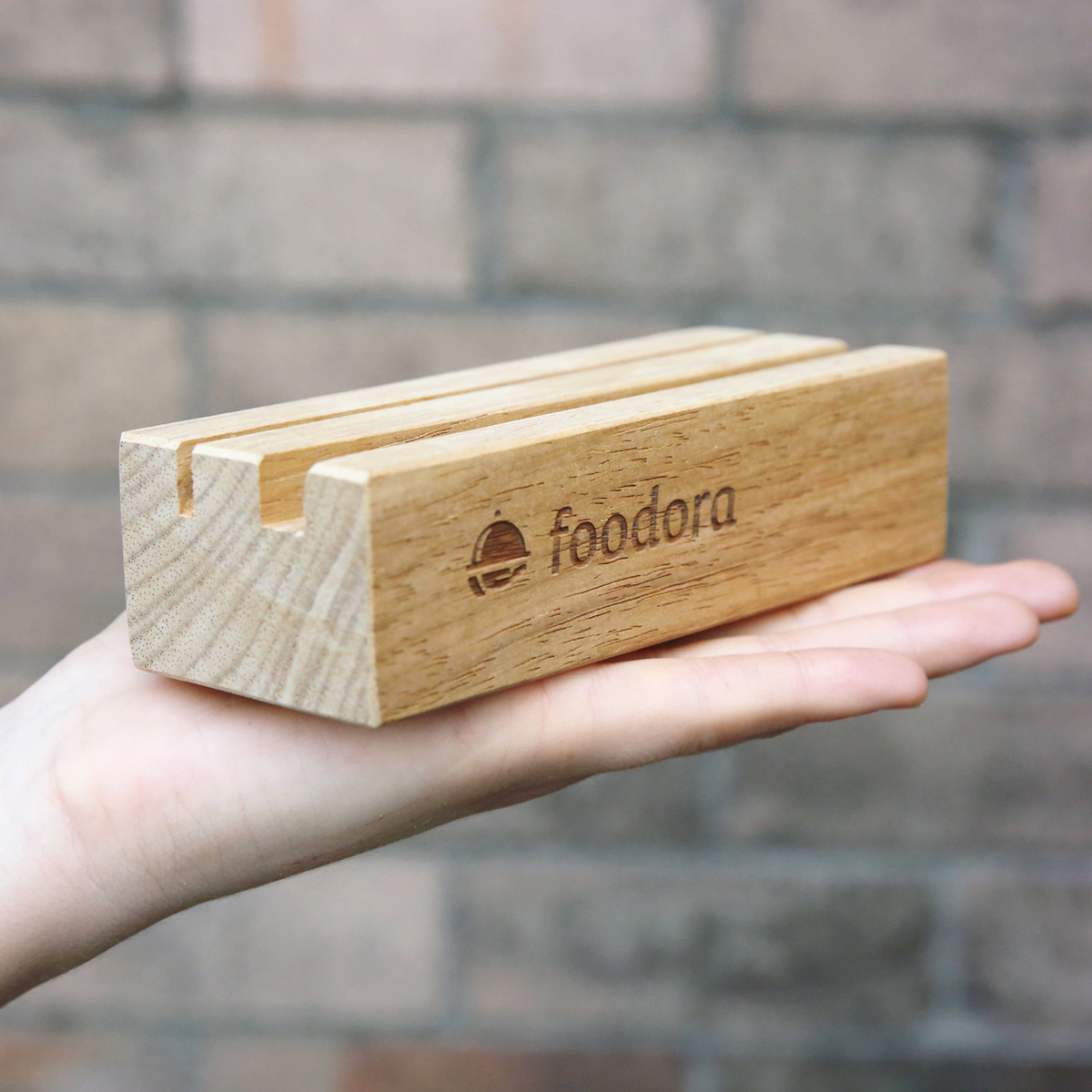 https://thelaserco.com/wp-content/uploads/2020/07/Foodora_Wooden_Menu_Holders_4.jpg